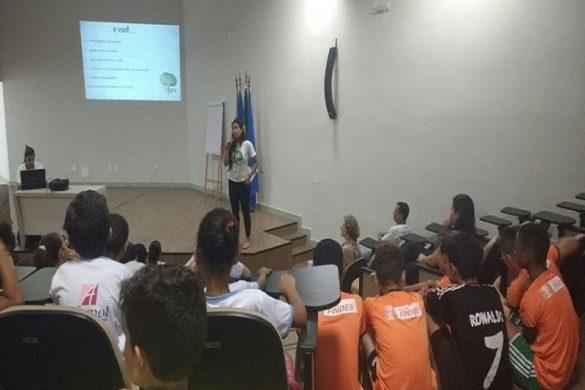 http://jornalopioneiro.com.br/wp-content/uploads/2016/04/Voluntários-do-Adote-Linhares-percorrem-bairros-para-mobilização-de-moradores-1.jpg