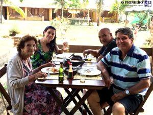 Jaci Gama na primeira visita ao neto Fabio Gama na Pousada Urussuquara, tendo como companheiros de mesa, Rita e Carlos Luiz de Azevedo