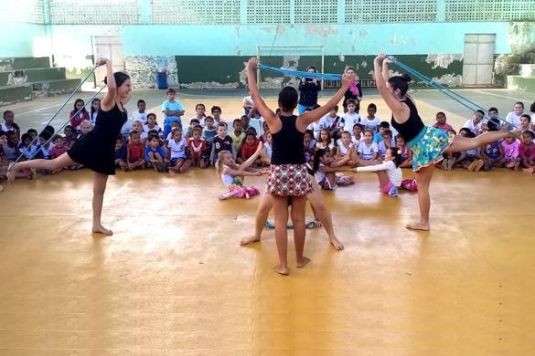 Ginástica Rítmica divulga modalidade em escola de Rio Bananal