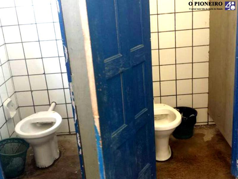 vandalismo-banheiro-publico-rio-bananal-jornal-o-pioneiro-linhares-001
