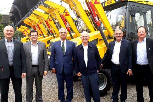 Visita do prefeito de Linhares Guerino Zanon, do governador Paulo Hartung e da comitiva que visitou a sede da empresa no início deste ano