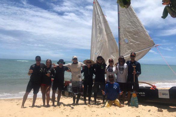 Segue com tudo a 4ª edição da Expedição Anamauê que saiu na tarde da última quinta-feira, dia 24, da sede da Canoa Polinésia Pataxó, em Arraial D´Ajuda, no sul da Bahia, com destino a Niterói (RJ), na praia de Jurujuba, na base do Centro de Estudos do Mar - CEM.