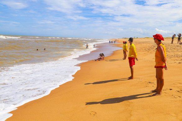 Mais de 20 salvamentos em praias do litoral de Linhares na entrada do Ano Novo